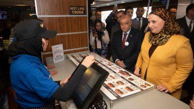 Photo of شاهد.. افتتاح أحد مطاعم أمريكانا بطاقم عمالة من الشباب الصم وضعاف السمع