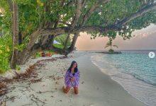 Photo of صورة.. زوجة محمود العسيلي حافية القدمين في جزر المالديف خلال شهر العسل