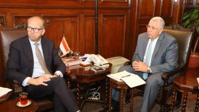 Photo of وزير الزراعة يبحث مع سفير هولندا بالقاهرة آفاق التعاون الزراعي بين البلدين