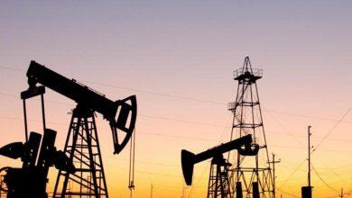 Photo of أسعار النفط العالمية تعاود تراجعها بفعل مخاوف تخمة المعروض