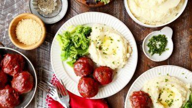 Photo of طريقة إعداد كفتة اللحم البقري بالصوص الشهي مع البطاطس المهروسة
