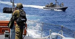 Photo of الاحتلال الإسرائيلي يعتقل فلسطينيا في الخليل ويستهدف الصيادين في بحر غزة