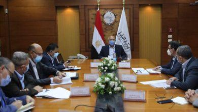 Photo of وزير النقل يتابع تنفيذ مشروعات تطوير محطات ومزلقانات السكك الحديدية