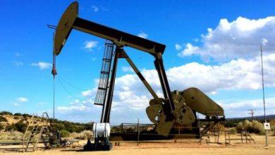 Photo of النفط يرتفع بدعم تقديرات تراجع المخزون الأمريكي
