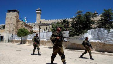 Photo of الاحتلال الإسرائيلي يغلق الحرم الإبراهيمي أمام المصلين ويشدد من إجراءاته وسط الخليل