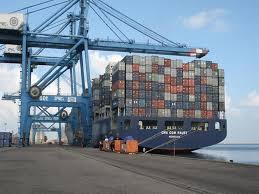 Photo of ميناء دمياط يستقبل 5 سفن حاويات وبضائع عامة