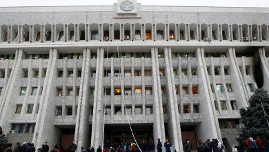 Photo of قرغيزستان: متظاهرون يقتحمون مبنى البرلمان