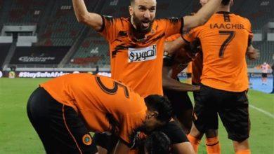 Photo of نهضة البركان يحصد لقب كأس الكونفدرالية بعد مباراة عنيفة أمام بيراميدز