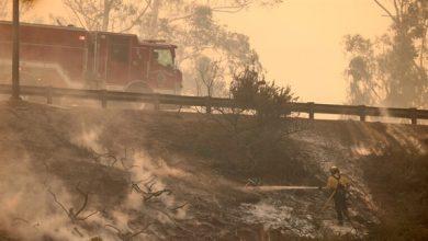 Photo of الولايات المتحدة.. إجلاء 60 ألف شخص في كاليفورنيا جراء الحرائق