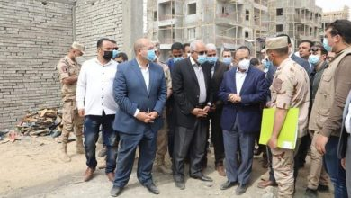 Photo of وزير التنمية المحلية ومحافظ الجيزة يتفقدان مشروع إنشاء مساكن لمتضرري السيول بالصف